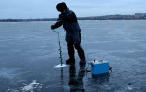 Бурение лунки на рыбалке