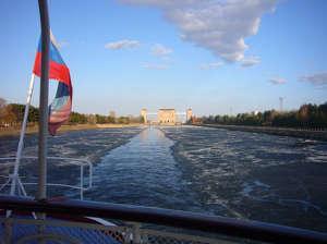 Рыбинское водохранилище на открытой воде на лодке